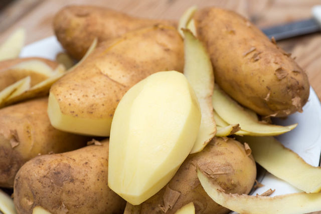 Slupky z brambor nevyhazujte – dají se využít pro vaši krásu i zdraví
