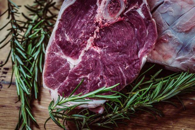 Tempeh – takřka neznámý, plný vitamínu B12, chutná náhrada masa