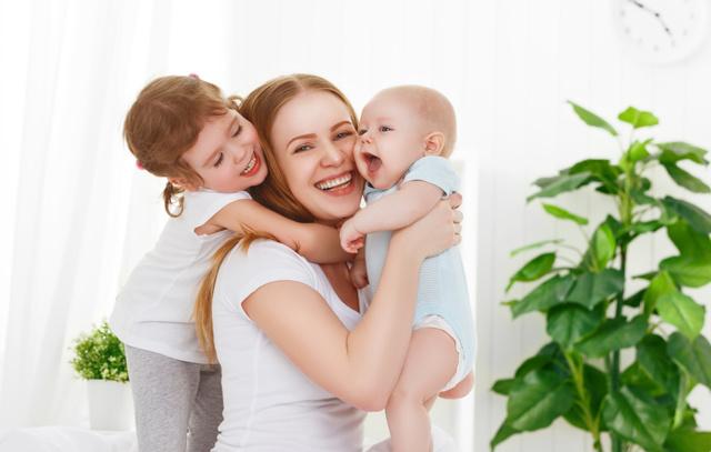 Jak miminka a malé děti projevují lásku?