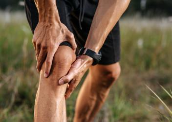 Křupání a bolesti v kloubech – příčiny a léčba lidovými léky