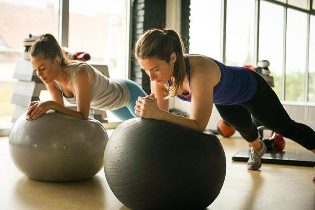 Gymnastický (rehabilitační) míč – TOP cviky