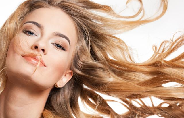 Jak si správně mýt vlasy? Máme pro vás TOP 9 tipů!