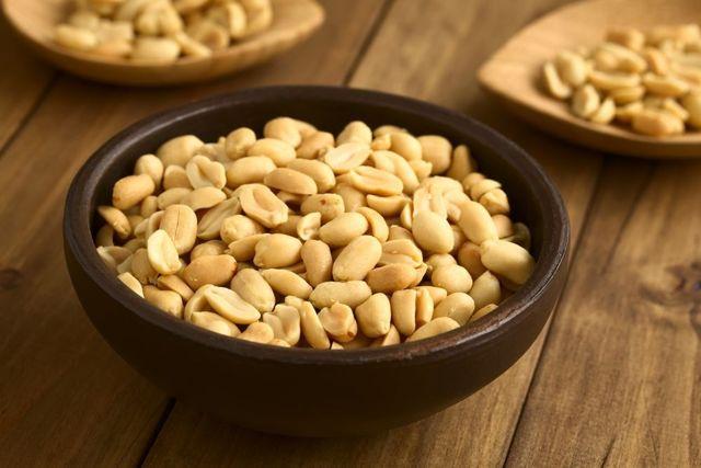 Arašídy a zdraví – proč je jíst?