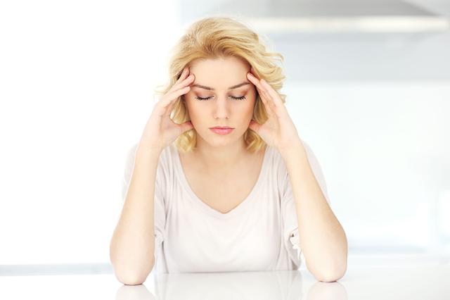 Bolesti hlavy. Může to být migréna.