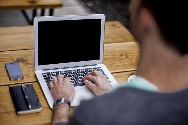 Brnění prstů – jsou na vině cévy nebo práce na počítači?