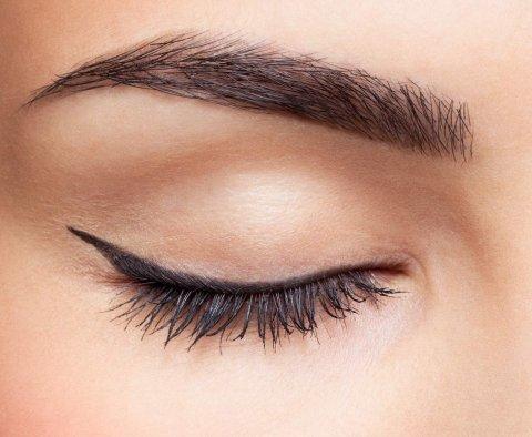 Toužíte po dokonalých očních linkách? Tak pozor na chyby